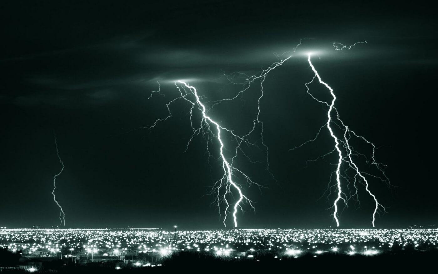 ws_night_lightning__city_2560x1600